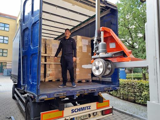 Unsere Ware wird ins Lager geliefert